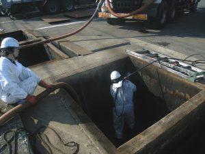 工場の廃水ピット清掃(屋外)