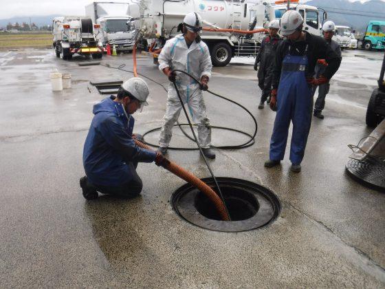 工場の廃水ピット清掃