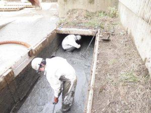 建築資材置き場の廃水ピット清掃